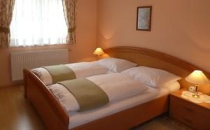 Schlafzimmer im Parterre_Haus Ingrid_Ferienhaus Thermenalnd Thermenlan